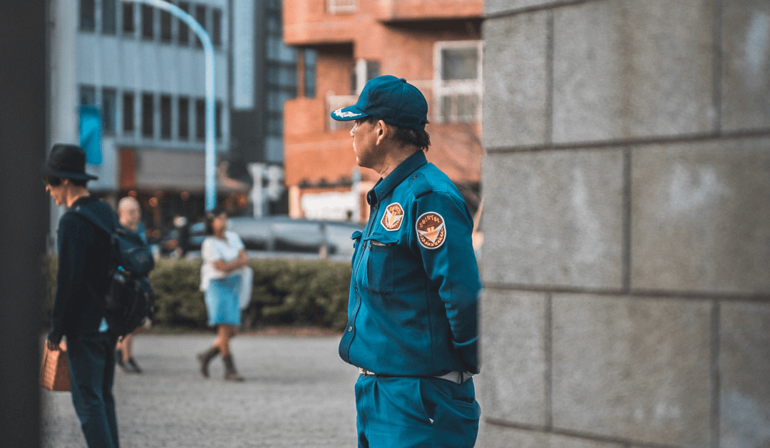4 Reasons to Hire Unarmed Security Guards for Malls